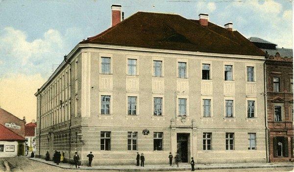 Dům č.p. 33ještě vdobě, kdy zde sídlila pošta (mezi lety 1914a 1960).