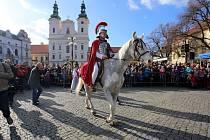 Žehnání svatomartinského vína na náměstí v Uherském Hradišti.