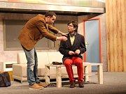Focená generálka divadelní hry Bez roucha.