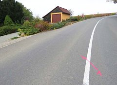 Policisté hledají svědka dopravní nehody, ke které došlo ve čtvrtek 26. října ráno v Boršicích. Jednačtyřicetiletá řidička vozidla značky VW Passat jela kolem půl osmé od centra Boršic směrem na Buchlovice. Při výjezdu z obce v pravotočivé zatáčce vyjela
