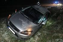 Srážku odnesla mladá žena lehkým zraněním, řidič Fordu vyvázl bez újmy.