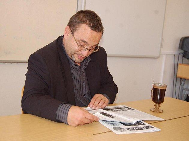 Se školáky i pedagogy se v pátek 22. 10. v Bánově setkal ministr školství Josef Dobeš
