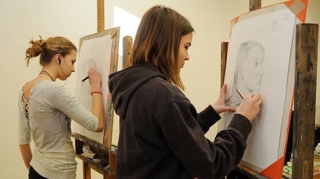 Talentové zkoušky na umělecko-průmyslové škole v Uh. Hradišti navštívilo na 160 žáků.