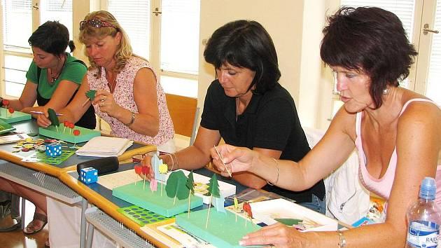 Kantorky se na kurzu Tvořivé školy učily například pracovat s početním divadélkem.