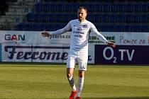 Fotbalisté Slovácka (v bílém). Na snímku je Michal Kadlec.