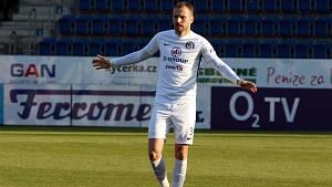 Fotbalisté Slovácka (v bílém) ve 21. kola FORTUNA:LIGY přivítali Karvinou. Na snímku je Michal Kadlec.