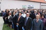 V prvních řadách byli velvyslanci, veřejní a političtí představitelé České republiky.
