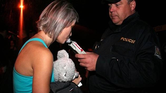 Policie provedla kontrolu požívání alkoholu u mladistvých.