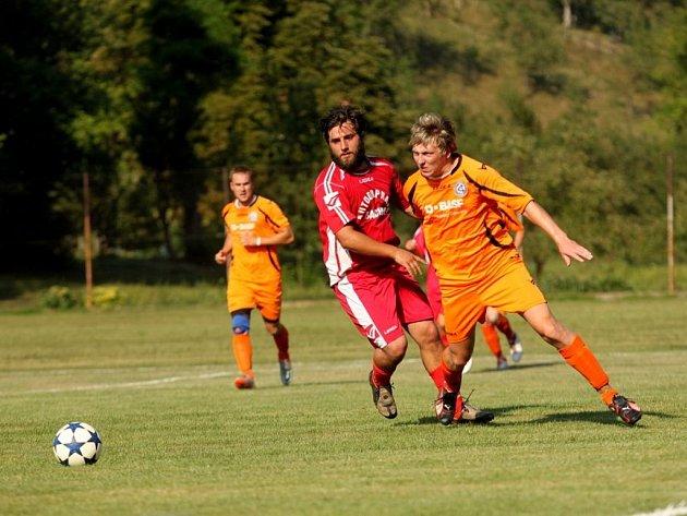 Lhota (v oranžovém) - Hluk 0:2 (0:0) První kolo poháru hejtmana.