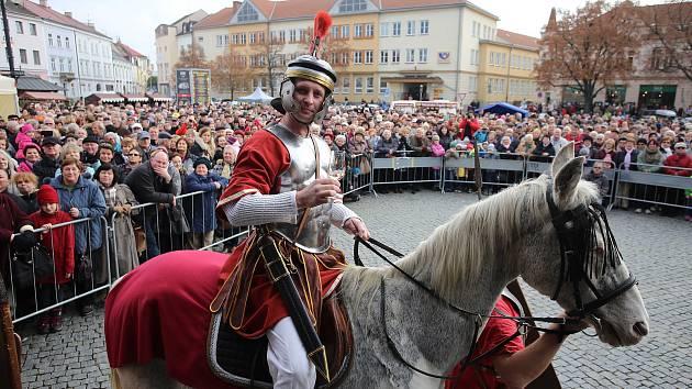 Martin Řimák jako svatý Martin při žehnání svatomartinského vína v Uherském Htradištěi v roce 2016.