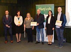 Zvláštní cenu v soutěži Zlatý erb převzal tajemník brodské radnice Kamil Válek (třetí zprava).