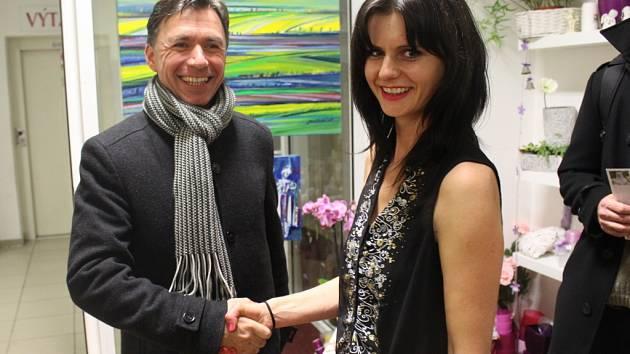 Malířka Lenka Jurečková představila své obrazy v uherskobrodském květinářství.