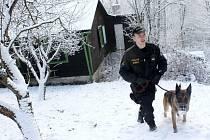 Uherskohradišťští a buchlovičtí policisté se ve středu 5. prosince vydali preventivně zkontrolovat tyto opuštěné rekreační objekty.