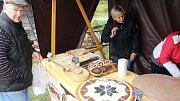 V uherskohradišťském parku Rochus se ochutnávaly báleše s povidly i domácí zabijačka na čtvrtém ročníku Slováckého festivalu vůní a chutí.