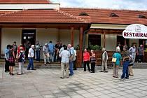 Bývalí zaměstnanci Lesního závodu Buchlovice si dali v pátek dostaveníčko v tamní restauraci U Páva.
