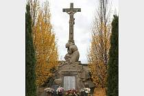 Pomník padlých v Huštěnovicích prošel rukama restaurátora.