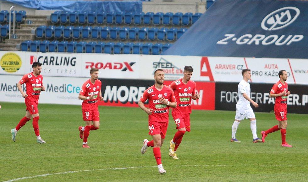 Fotbalisté Slovácka (v bílých dresech) se ve 28. kole FORTUNA:LIGY utkali se Zbrojovkou Brno.
