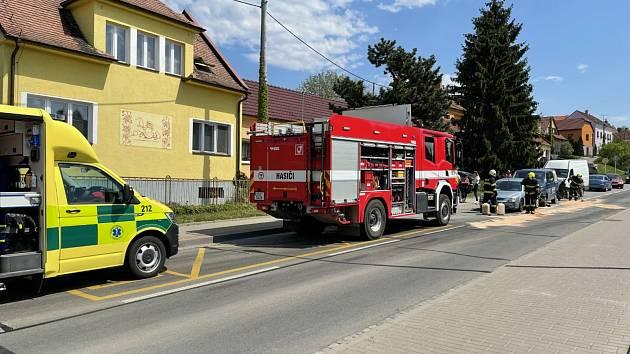 K poškození tří aut došlo při dopravní nehodě ve středu 12. května po 13. hodině v Uherském Hradišti na tamní ulici 1. máje.