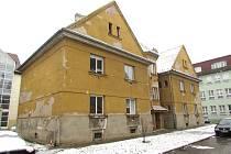 Město Uherské Hradiště do oprav bytového domu č. p. 445 v Kollárově ulici, který poutá pozornost výraznými sgrafity, investuje více než osmnáct milionů korun.