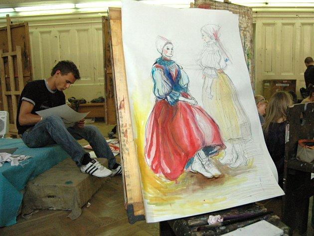 Mladí výtvarníci se snažili uhlem či barvami zachytit krásu krojů a lidové hudby.