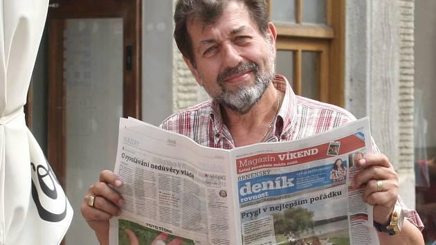 Herec Zdeněk Junák.