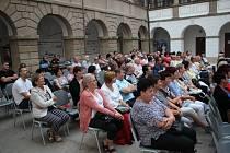 Představení na nádvoří zámku v Uherském Ostrohu