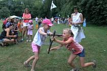 OLYMPIÁDA. Břestek byl v sobotu odpoledne plný koní, dětí i antických her.