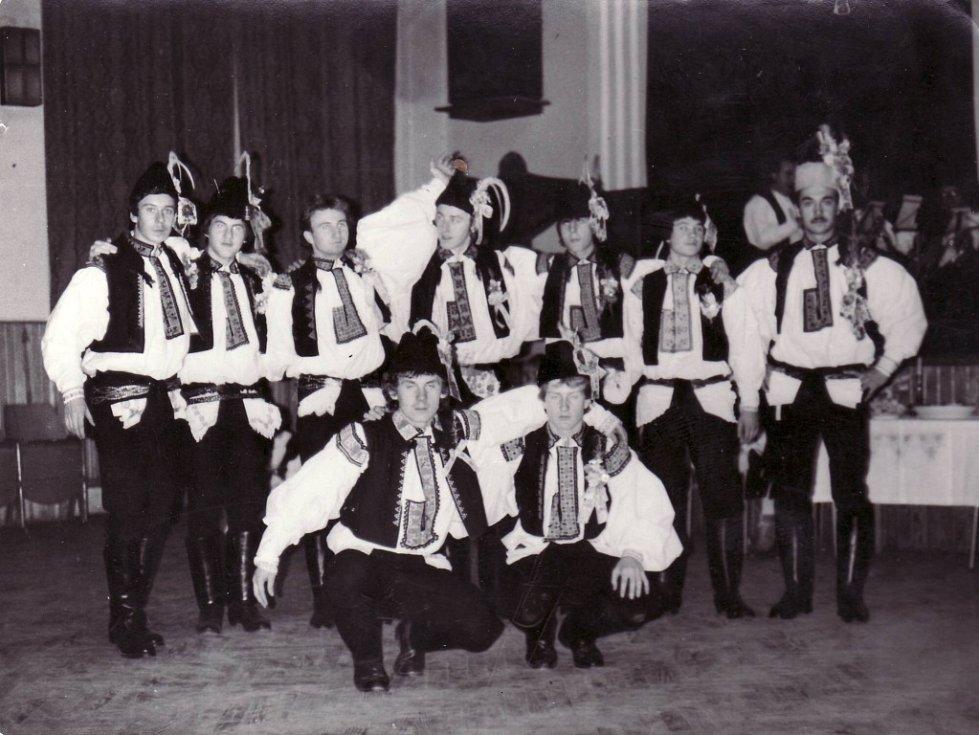 Stárek s podstárkama na hodech v Kostelanech nad Moravou v roce 1984.