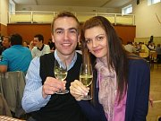 Odrůdová bílá vína přišla vínomilům k chuti.
