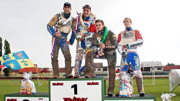 Na stupně vítězů se nikdo ze zahraničních jezdců nepodíval.
