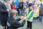 Zásah hasičů při vyprošťování osoby z autovraku nebo vyzkoušet si policejní želízka. To je jen výběr aktivit, které mohli vidět a vyzkoušet si děti v Uherském Hradišti.