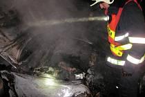 Dopravní nehoda a následný požár obou vozů v Bojkovicích.