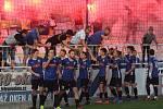 Fotbalisté Starého Města (modré dresy) ve čtvrtfinále Poháru Zlínského KFS zdolali Boršice na pokutové kopy. Dramatický duel sledovalo 550 diváků.