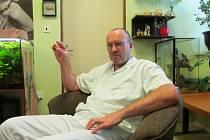 Antonín Večeřa pracuje na patologii v Uherském Hradišti od začátku devadesátých let.