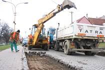 Práce na rekonstrukci silnice ve Vlčnově opět začaly.