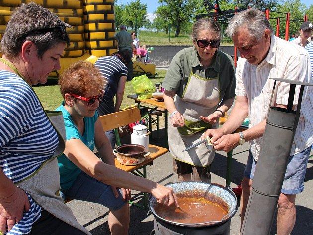 Ve Slavkově vařili guláš s více než 35 kilo masa.