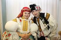 Stárkovský soutěžní pár číslo 28 - Monika Čubrdová a Lukáš Hrňa, stárci na hodech v Huštěnovicích 19.–20. listopadu 2016