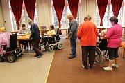 V prezidentských volbách odvolili krátce po jejich zahájení i obyvatelé Domova pro seniory v Buchlovicích.