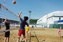 V městském sportovním areálu děti soutěžily v různých sportech.