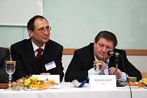 Náměstek ministra průmyslu a obchodu Ing. Jiří Koliba (vlevo).