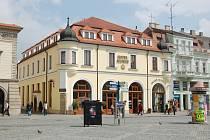 Mezi zdařile opravené památky patří v Uherském Hradišti hotel Slunce na Masarykově náměstí.