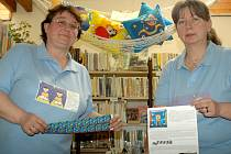 Přes kvantum práce, do kterého se zapojuje celá knihovna, je zájem dětí pro Hanu Hanáčkovou (vlevo) a Miroslavu Čápovou největší odměnou.