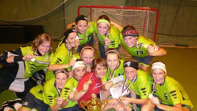 Mladé florbalistky Uh. Brodu se právem mohly těšit z poháru a zlatých medailí.