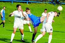 Fotbalisté Uh. Brodu (v bílém) naznačují, že za postupem půjdou po hlavě.