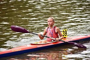 Jedenáctiletá kajakářka Tereza Studničková získala zlatou medaili vSezemicích i Černožicích.