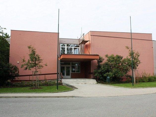 Budova kulturního domu a radnice v Babicích prochází rozsáhlou rekonstrukcí.