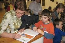 Kronika rodinného tvoření vypovídá o všech akcích, které děti i jejich rodiče a prarodiče absolvovali v Galerii SM od března 2007.