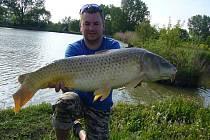 Soutěžní číslo 40: Pavel Vaškových, kapr 95 cm, 14,7 kg, rybník Mokřad