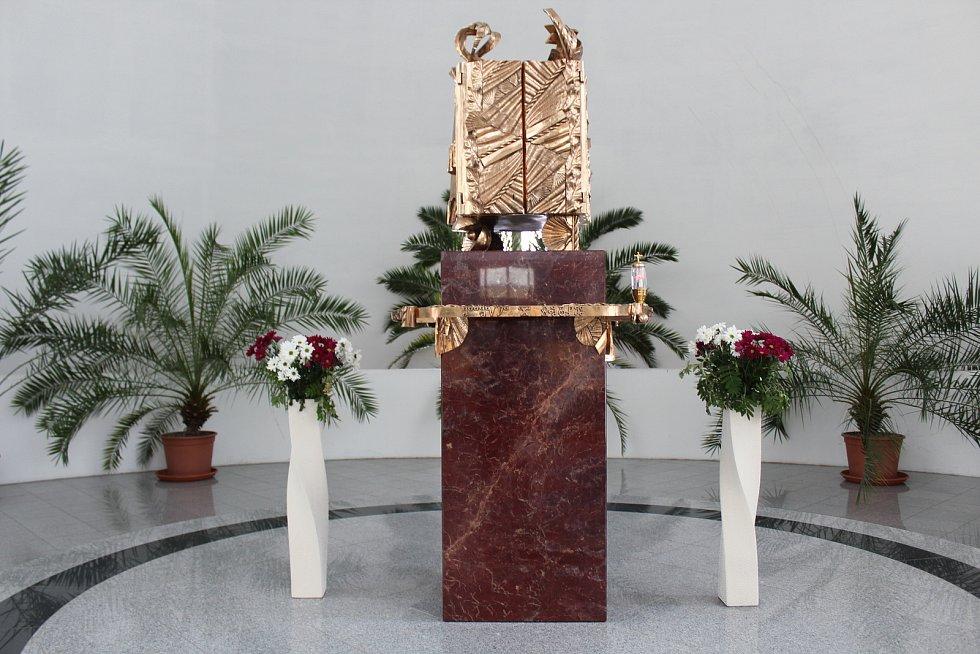 Kostel Svatého Ducha ve Starém Městě v květnu 2021. Oltář.