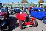 Do Kovozoo ve Starém Městě se sjelo 197 historických vozidel na dvou i čtyřech kolech.